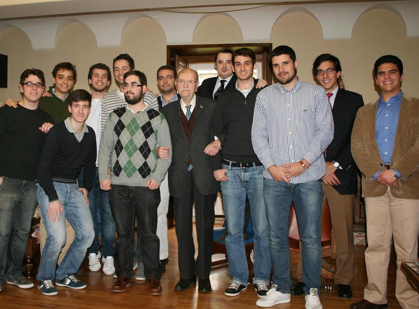 El Ex–Presidente de la Xunta D. Gerardo Fernández Albor participa en un encuentro con universitarios en el Colegio Mayor Universitario La Estila