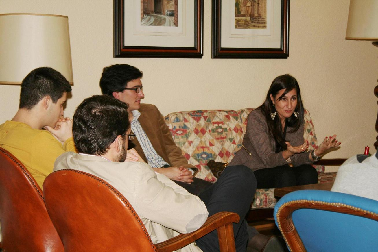 Tertulia con la periodista compostelana, Ana Iglesias, experta en sociedad y cultura