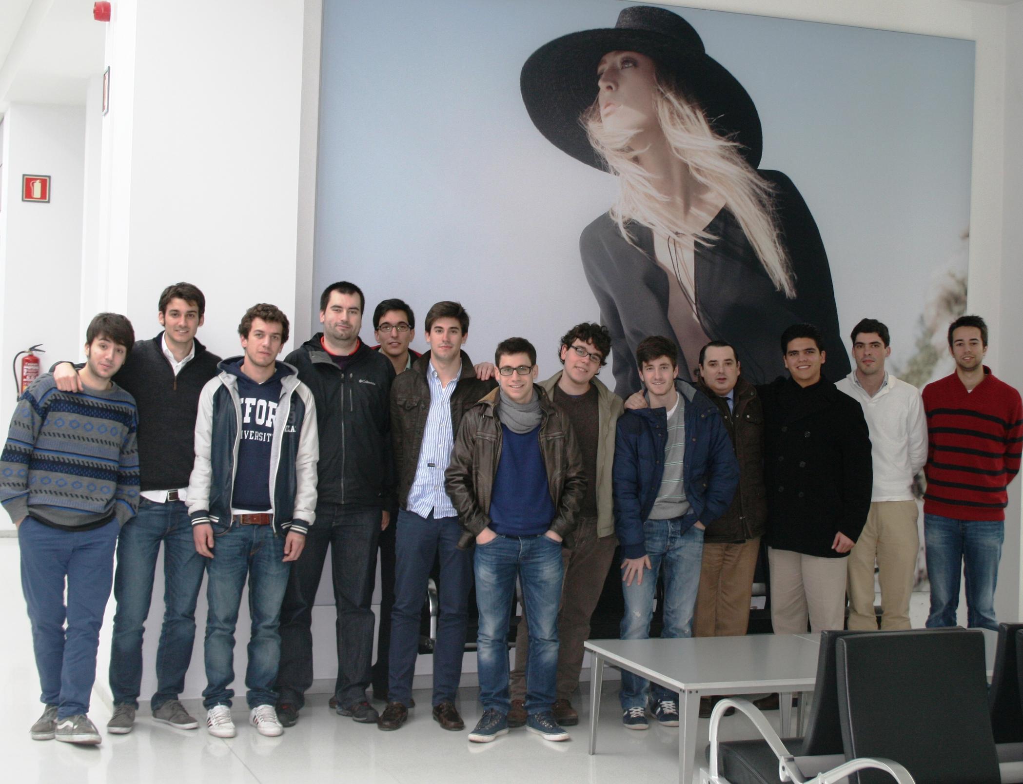 Residentes del Colegio Mayor visitan la sede del grupo INDITEX