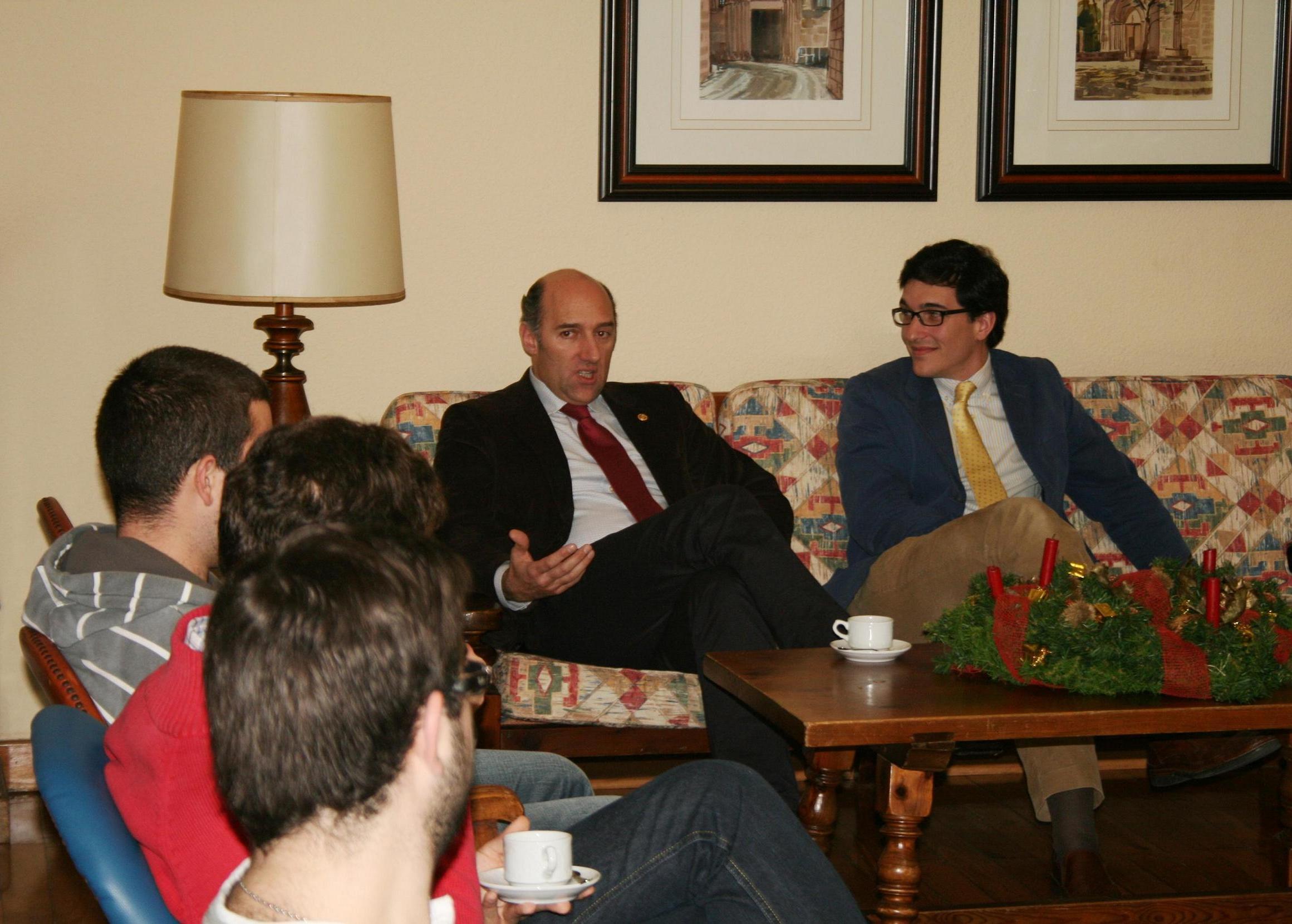 Tertulia con el abogado, miembro del Rotary Club de Santiago de Compostela, Jorge Martínez Tojo