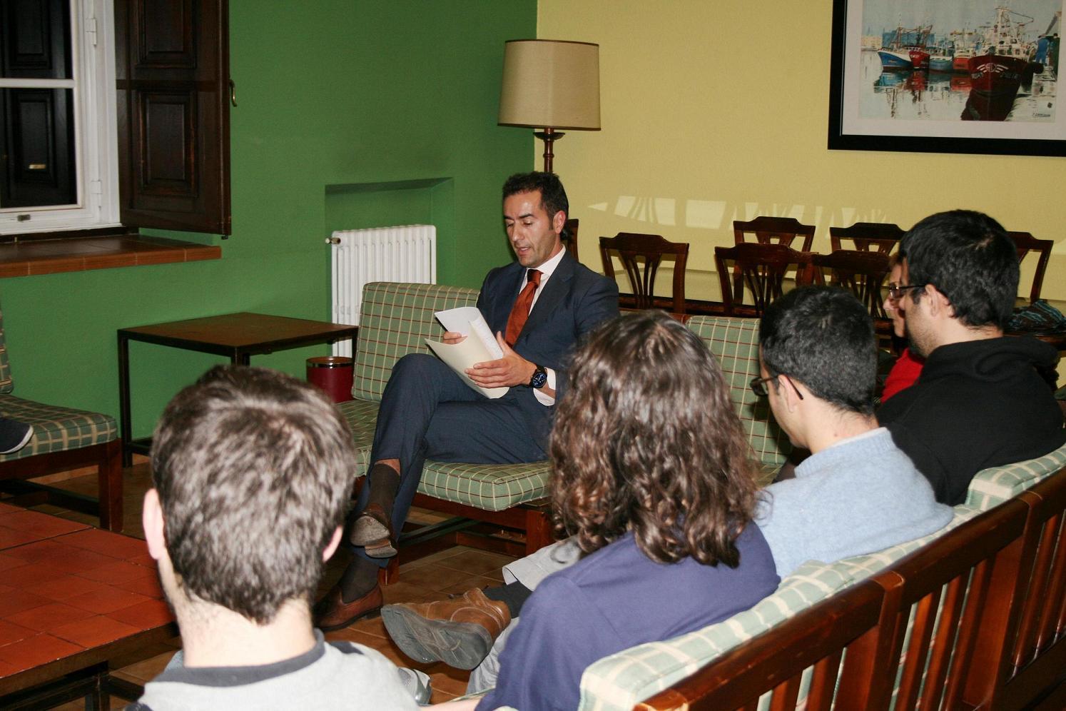Inicio de un Curso sobre Protocolo para Universitarios en el Colegio Mayor