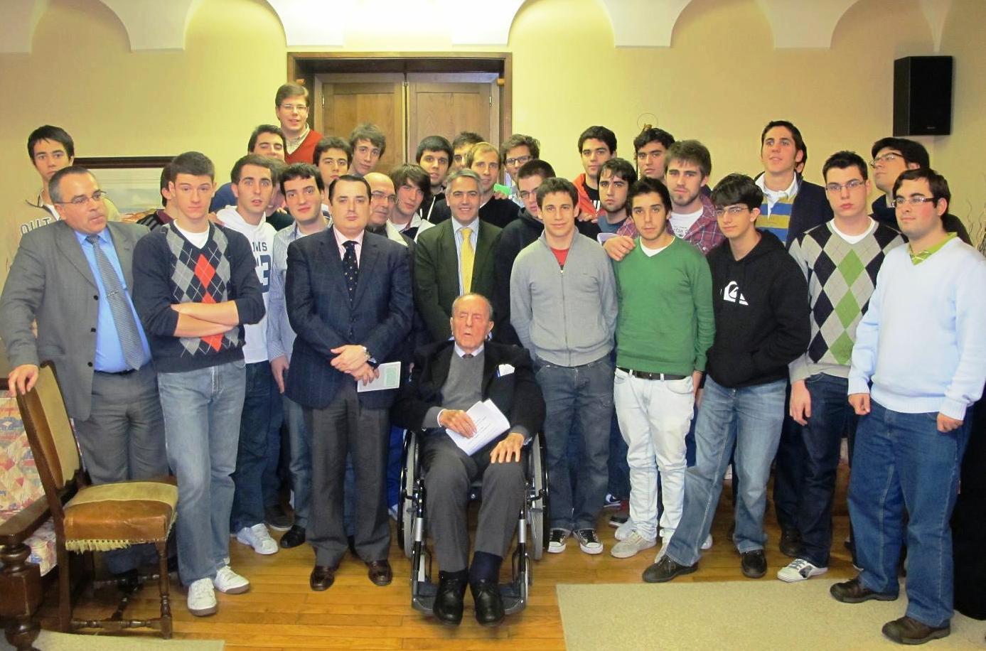 Universitario solidarios organizan un festival de teatro en la Escuela Infantil del Hospital Clínico Universitario de Santiago de Compostela