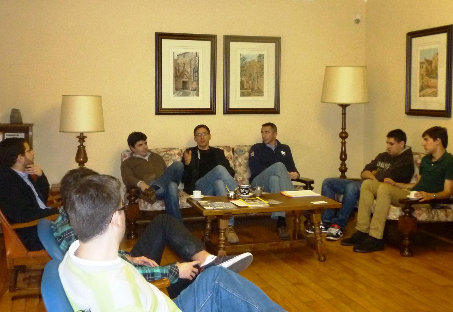 El crítico de cine Moncho Lemos mantiene un encuentro con residentes del Colegio Mayor La Estila