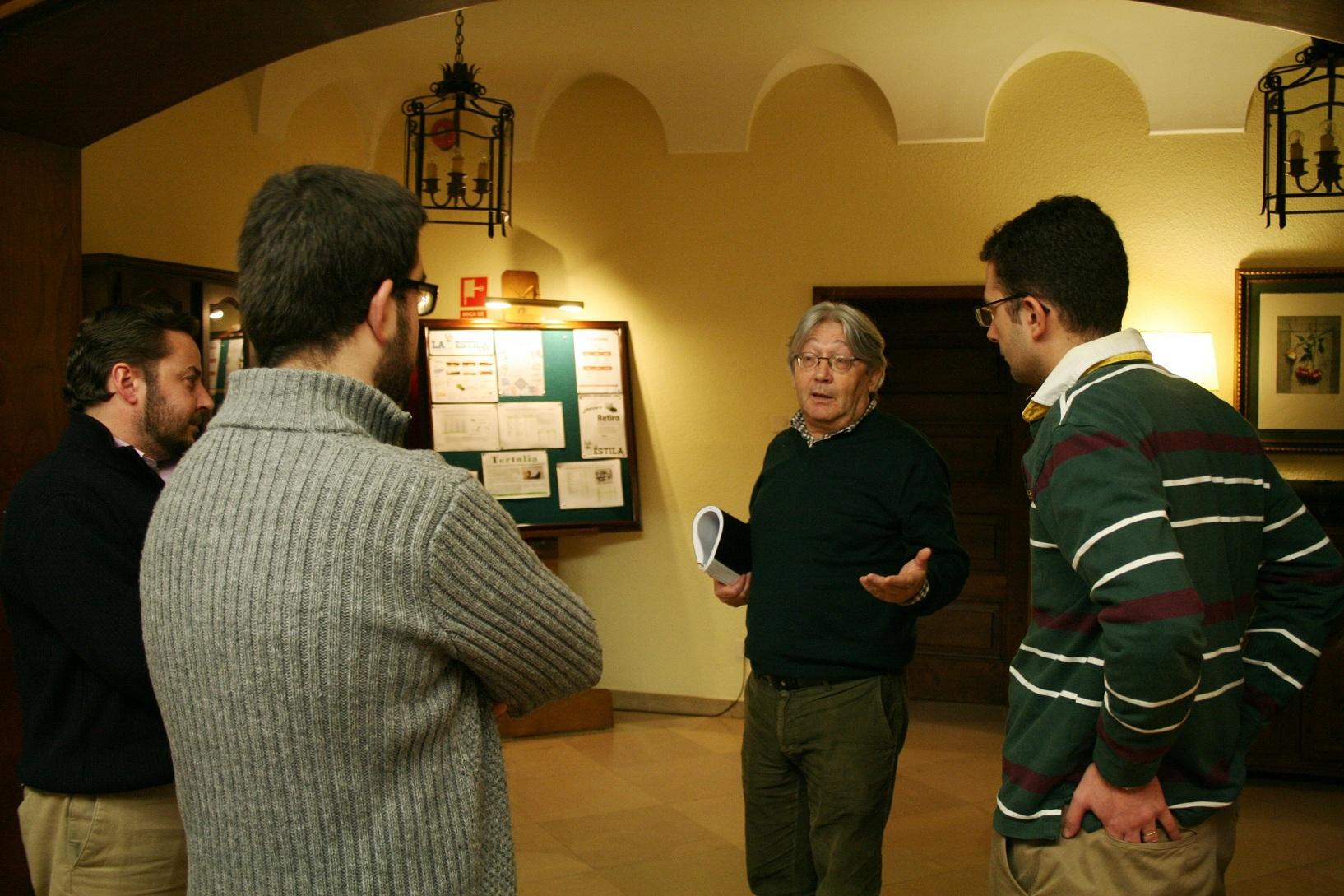 El Arquitecto compostelano Pablo Costa Buján participa en una tertulia en el Colegio Mayor