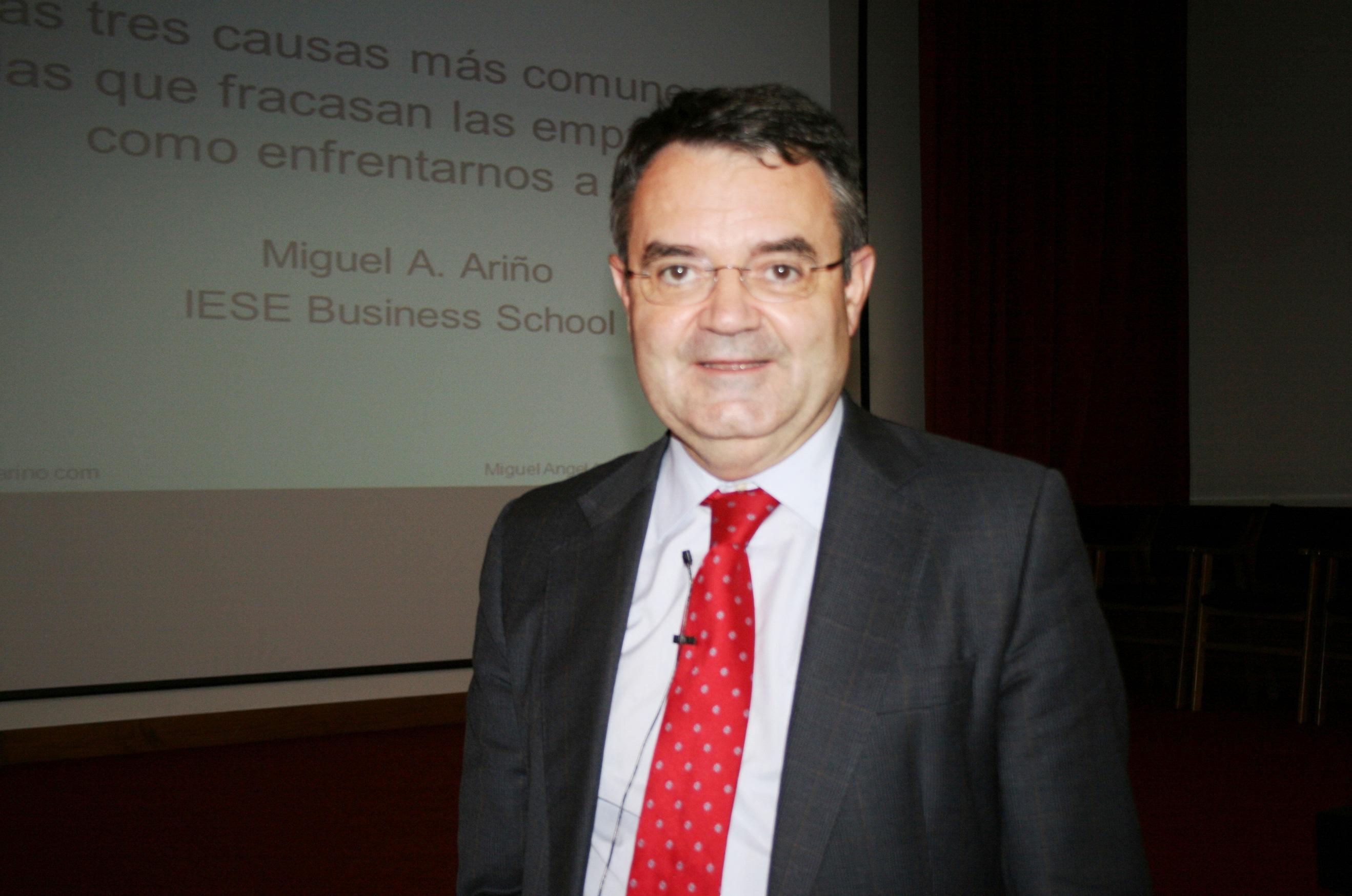 Sesión del Programa de Continuidad del IESE BUSINESS SCHOOL (Escuela de Negocios de la Universidad de Navarra) en el Colegio Mayor