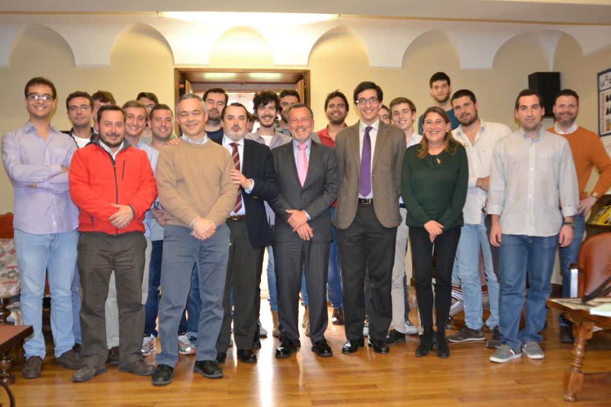 El Alcalde de Santiago, Agustín Hernández, visita el Colegio Mayor La Estila