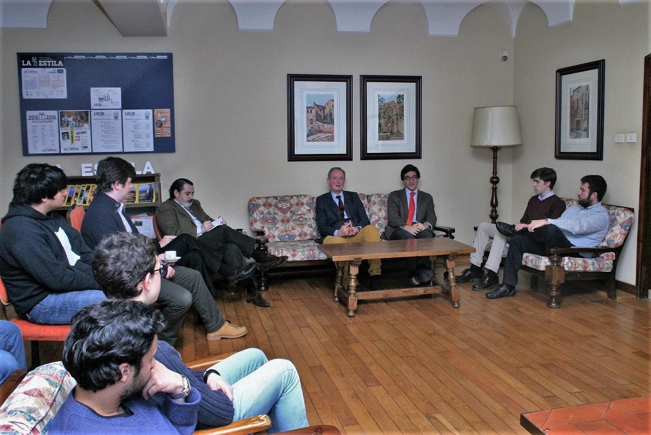 Tertulia en el Colegio Mayor con el Dr. Arturo González Quintela