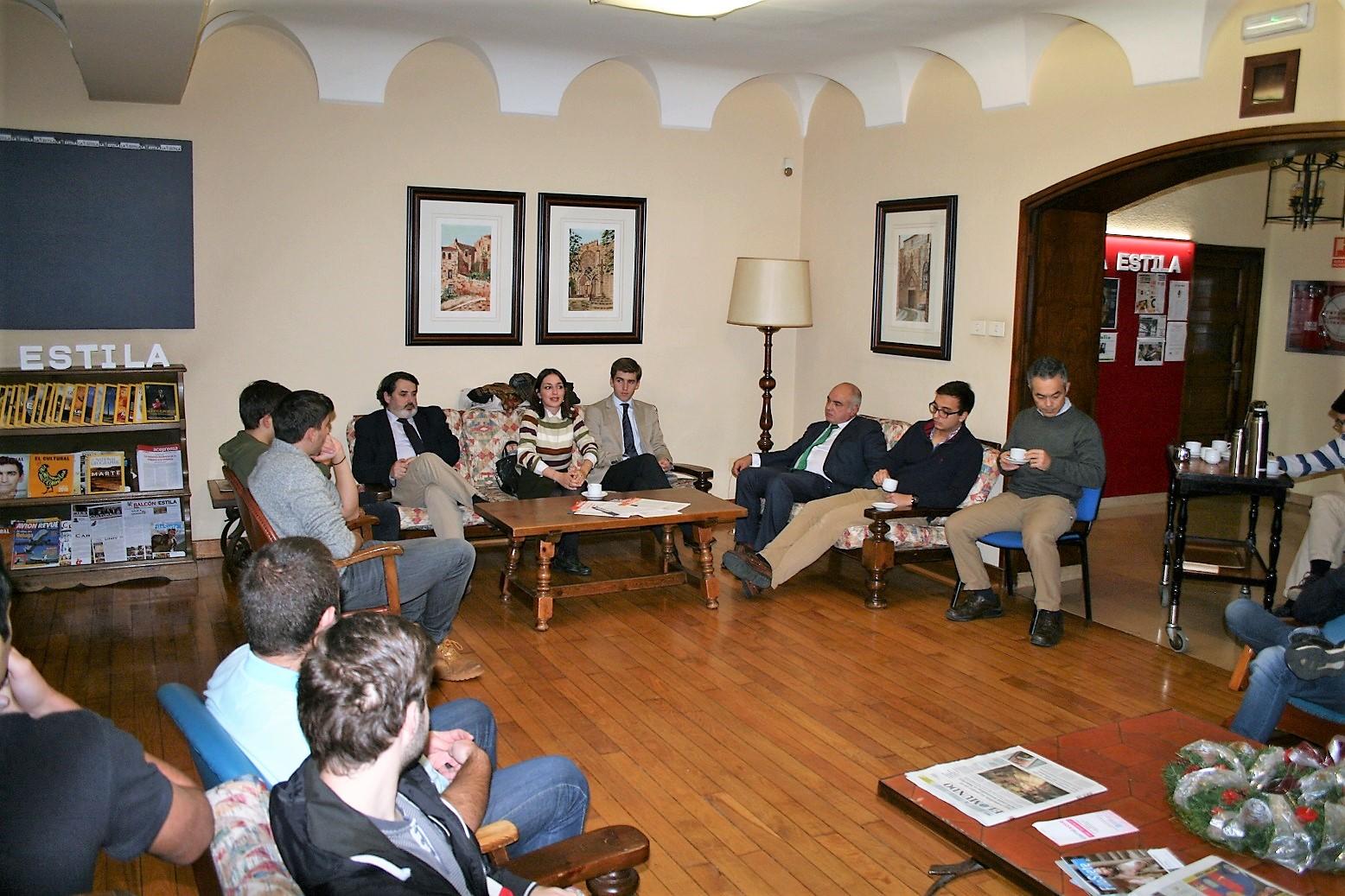 Tertulia en el Colegio Mayor con Nour Al-Hussen Villa politóloga de origen sirio