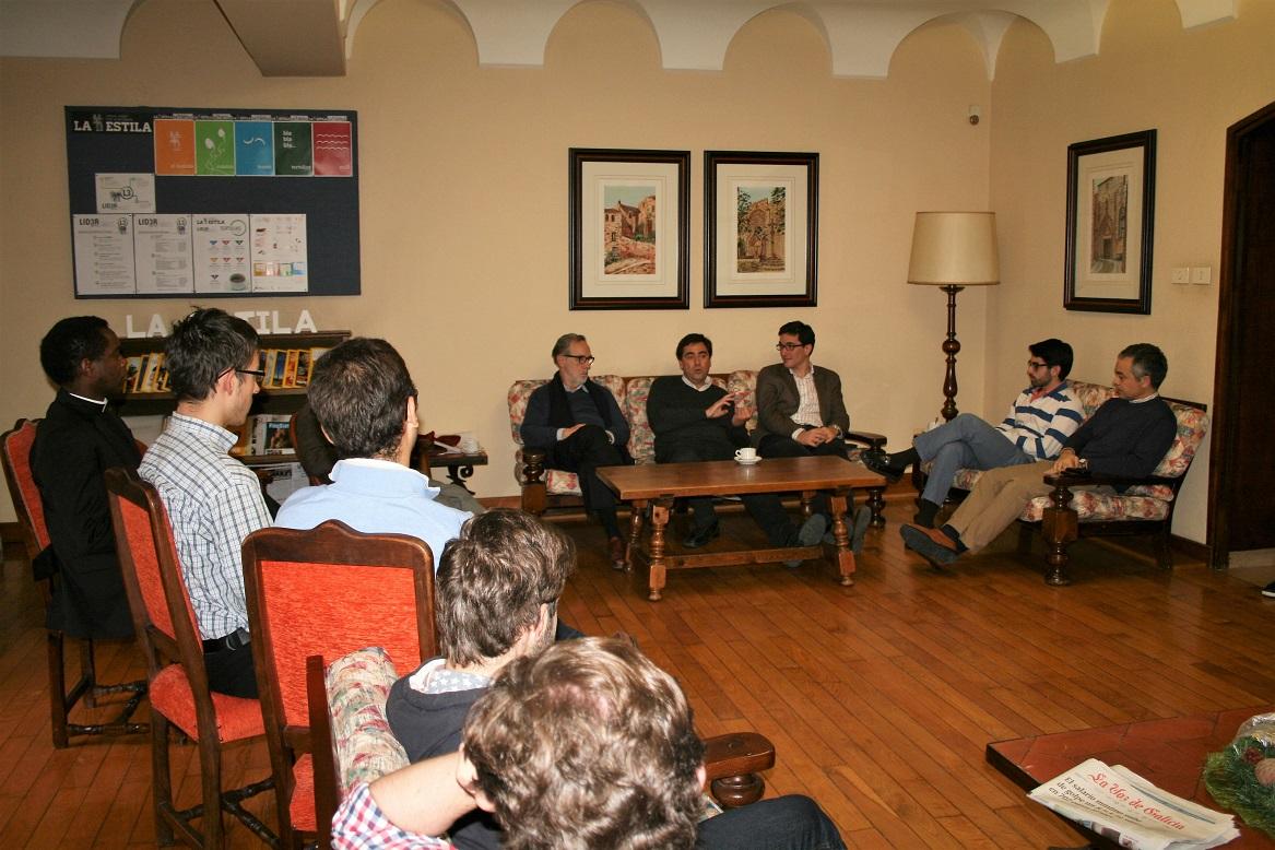 El Decano de la Facultad de Derecho de la Pontificia Universidad de Valparaiso (Chile) visita La Estila