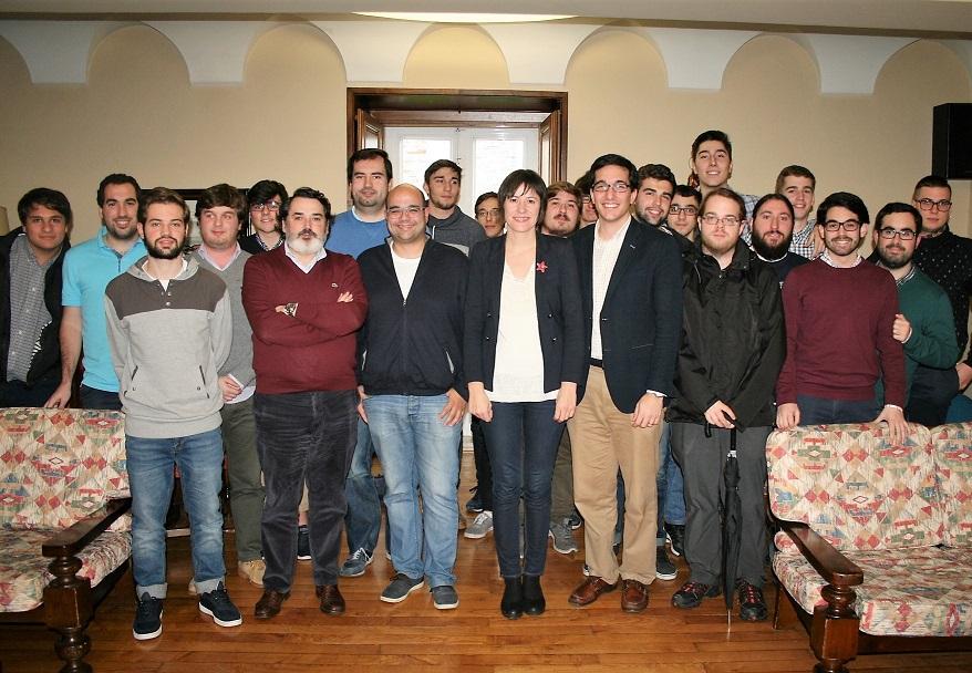La Portavoz Nacional del BNG mantiene un encuentro con universitarios en el Colegio Mayor