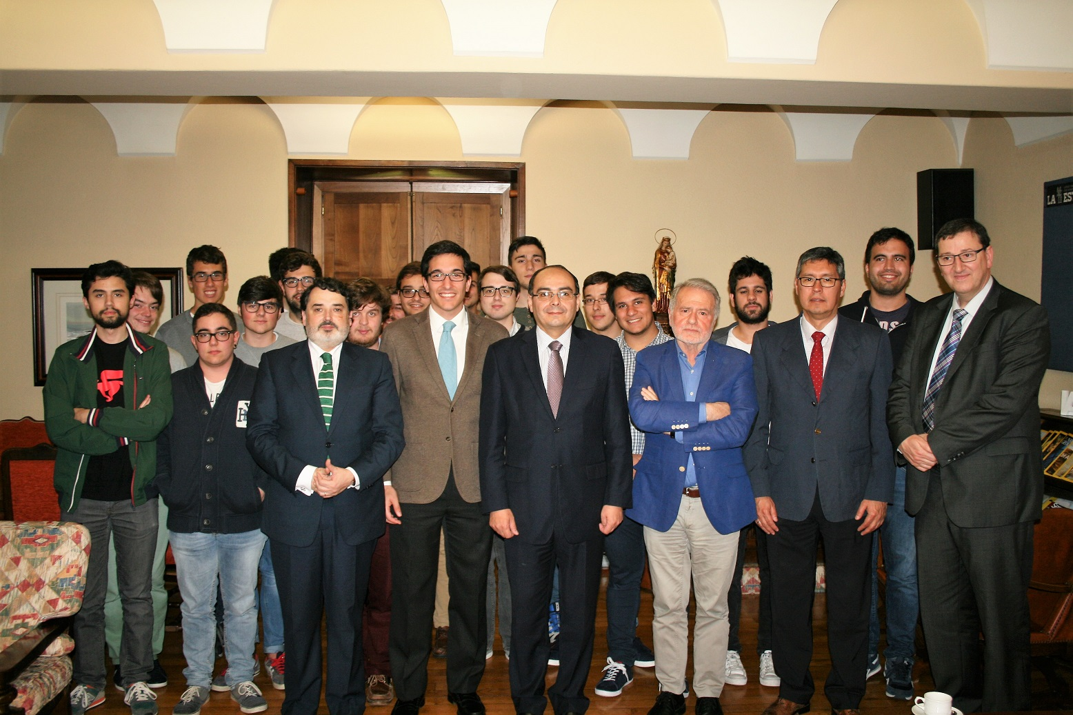 El Embajador de la República de Paraguay en España, visita el Colegio Mayor y mantiene un encuentro con universitarios