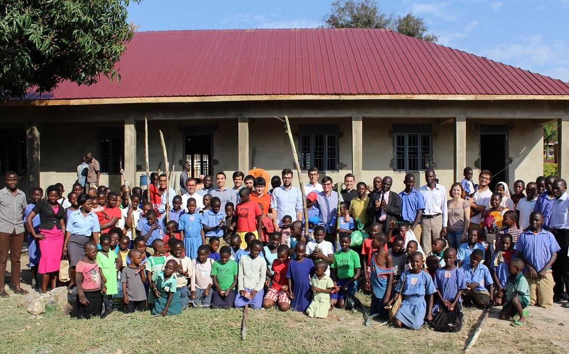 Universitarios gallegos construyen una escuela en Uganda
