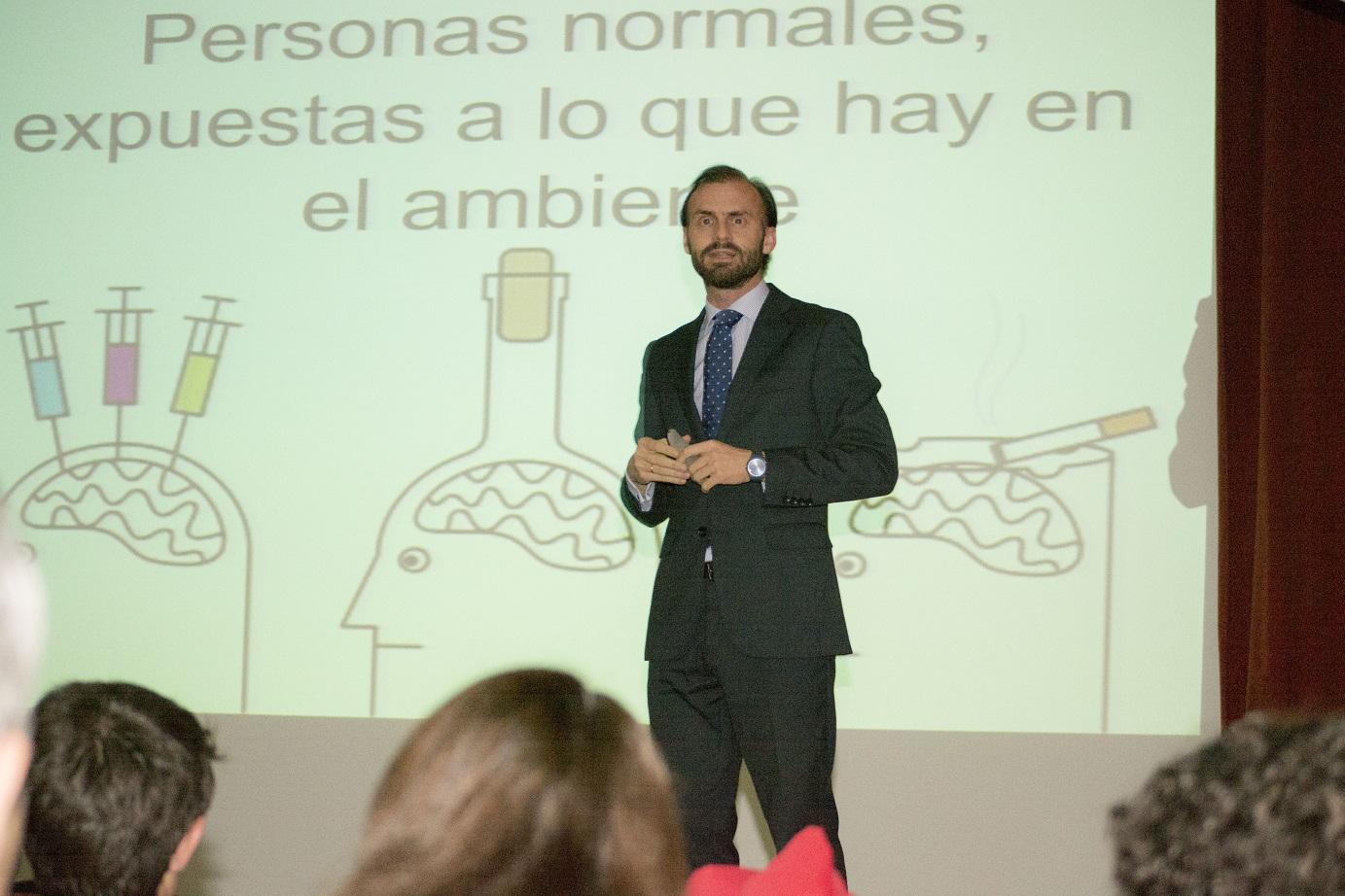 Conferencia en La Estila del médico psiquiatra Carlos Chiclana